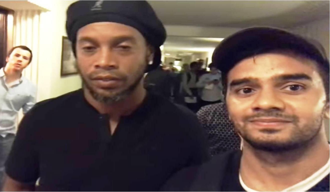 Irfan Junejo's with Ronaldinho