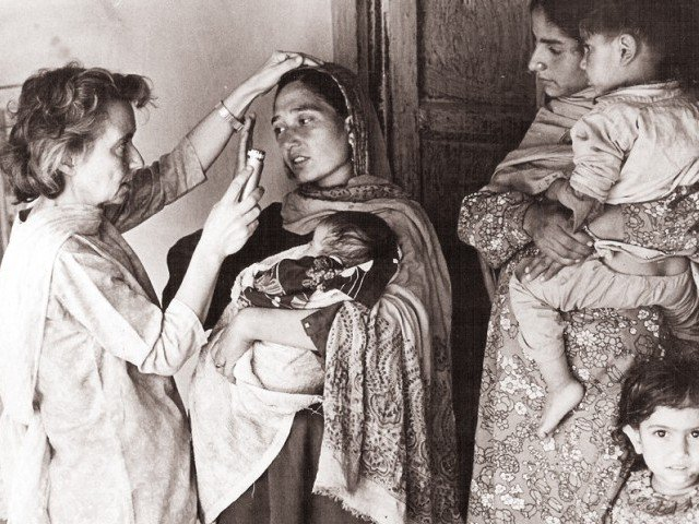 Dr. Ruth Pfau inspecting a patient in Karachi
